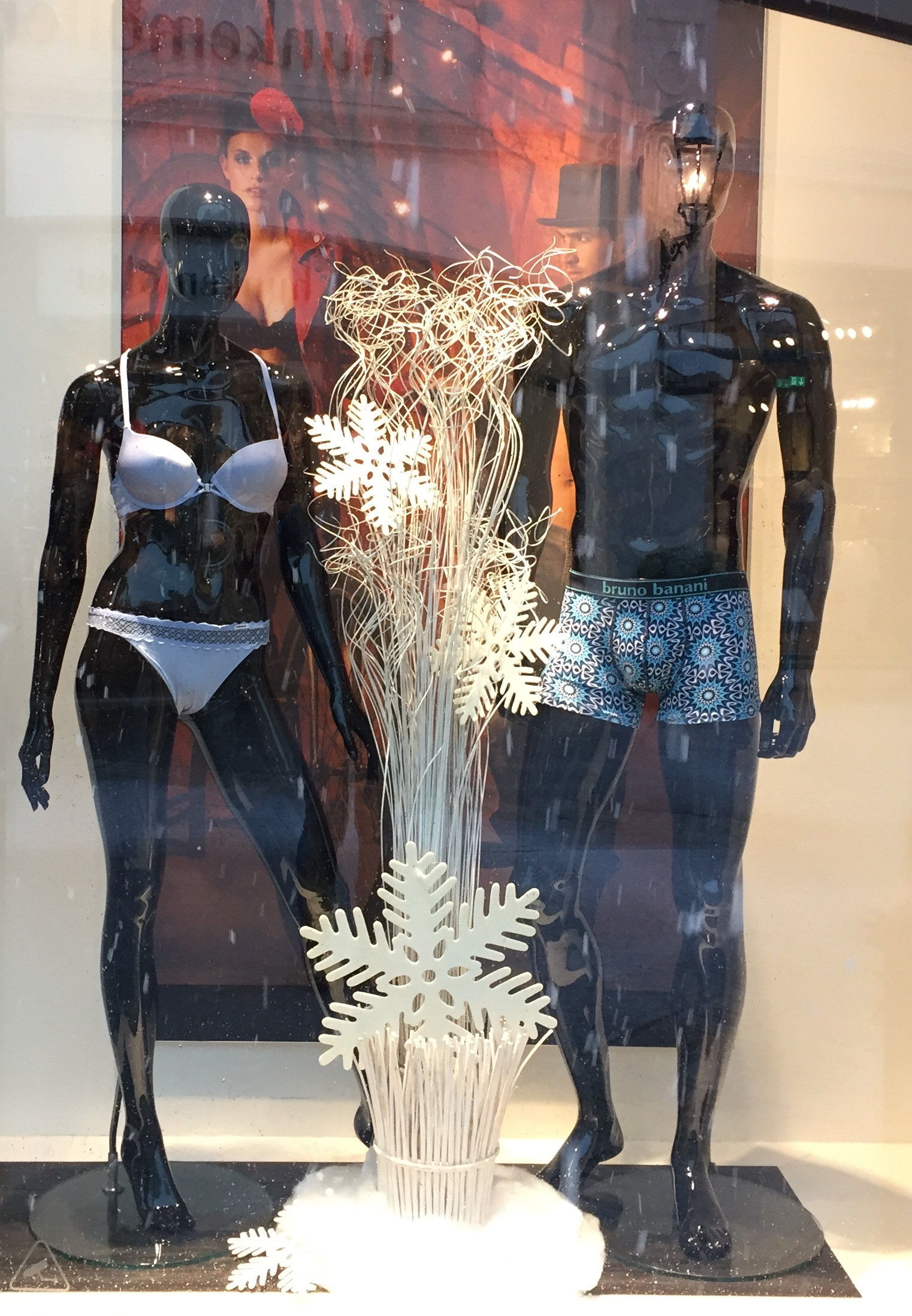 Frostige Wäsche bei Bruno Banani im Outlet Center Neumünster
